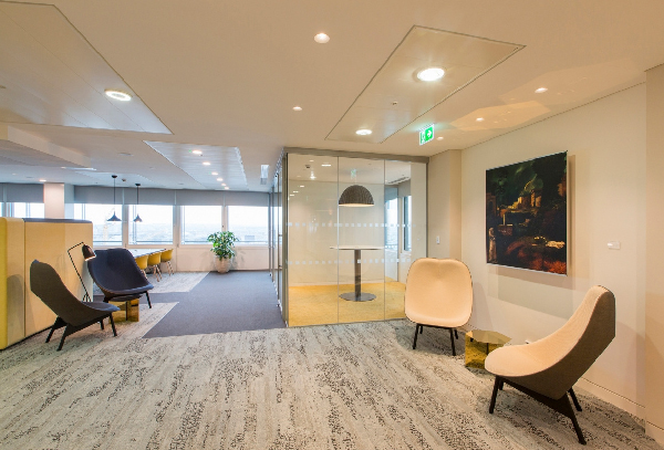 Simplicity and softness in the reception and relaxation areas